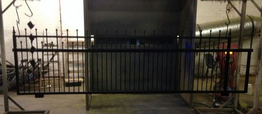 4.3m Sliding gate matt black
